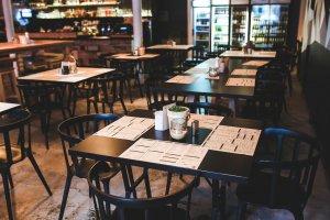 tarantella ristorante pizzeria table